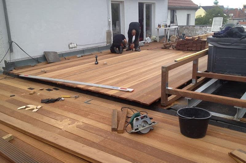 Comment créer une terrasse avec des panneaux en bois?