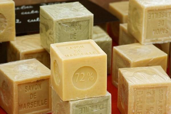Quel produit dissoudre le savon?